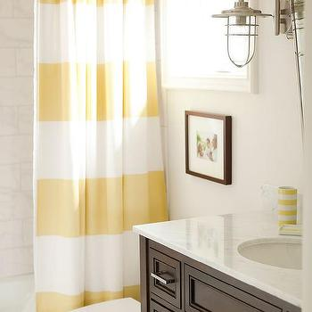 Modern country bathroom design country bathroom for Brown and yellow bathroom ideas