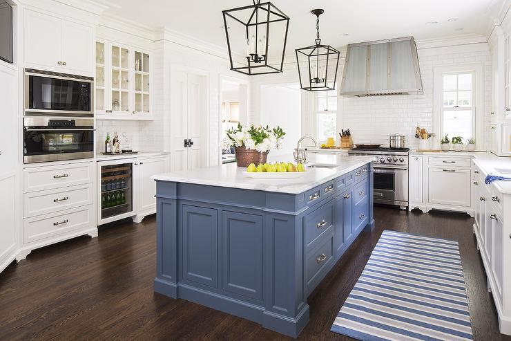 Paint gallery benjamin moore van deusen blue paint for Blue kitchen paint ideas