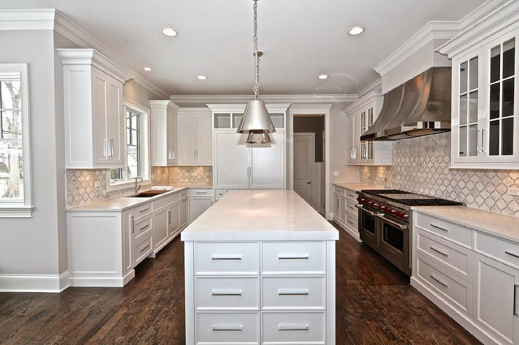 White Kitchen Cabinets With Marble Arabesque Tiles