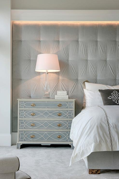 Gray velvet tufted fabric lined wall as headboard for Bedroom ideas velvet bed