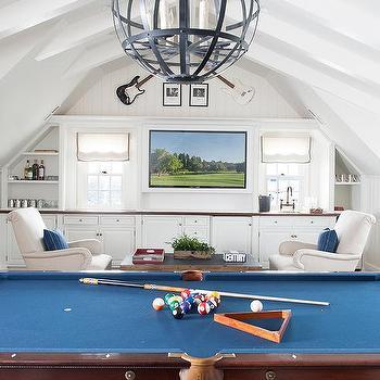 https://cdn.decorpad.com/photos/2015/10/30/m_game-room-billiard-table-plaid-rug-built-in-wet-bar.jpg