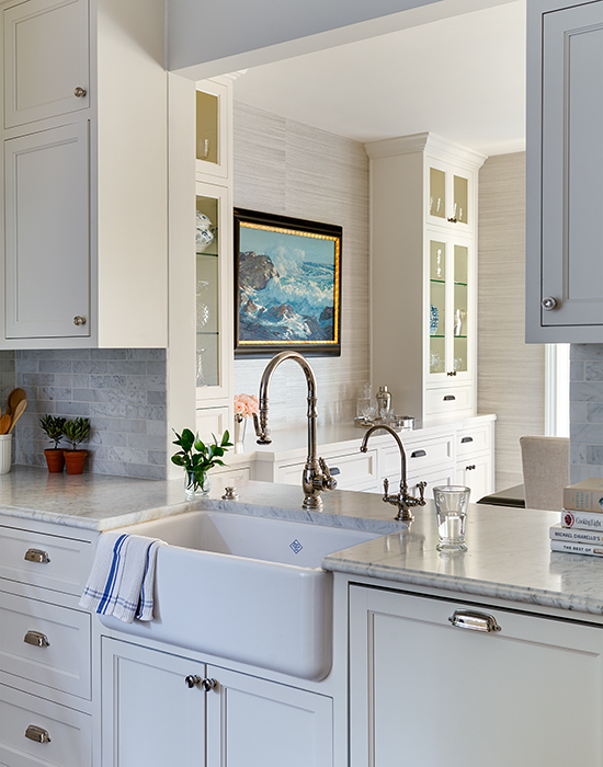 Superbe A Farmhouse Sink And Gooseneck Faucet Stands Under A Kitchen Pass Through  Which Overlooks The Formal Dining Room.
