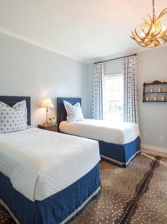 Blue Shared Bedroom with Antelope Rug - Vintage - Girl\'s Room