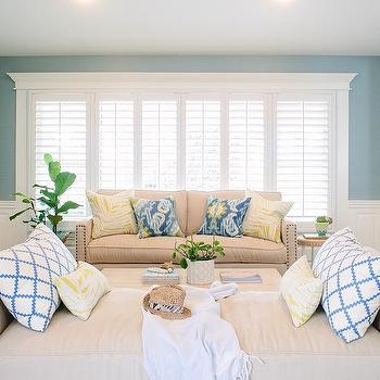 Charmant Beige And Blue Living Room With Wainscoting