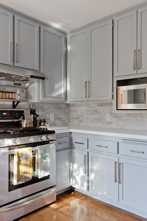 Gray shaker kitchen cabinets with engineered white quartz for Backsplash for white cabinets and grey countertops
