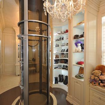 Attrayant Closet With Pneumatic Vacuum Elevator