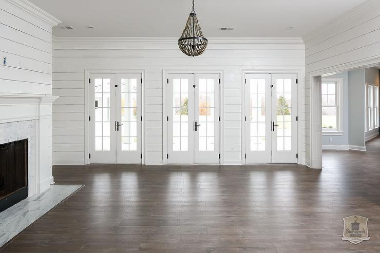 White shiplap living room with gray beaded chandelier - White walls living room ...