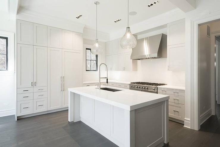 white kitchen island with two seeded glass pendants 25 best ideas about modern kitchen island on pinterest