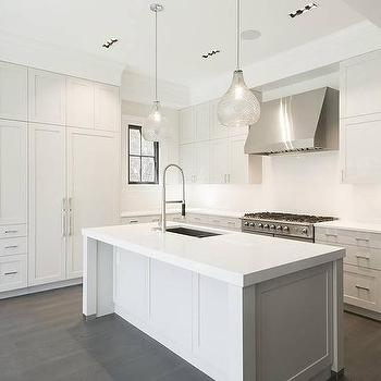 Seeded glass pendants design ideas white kitchen island with two seeded glass pendants aloadofball Images