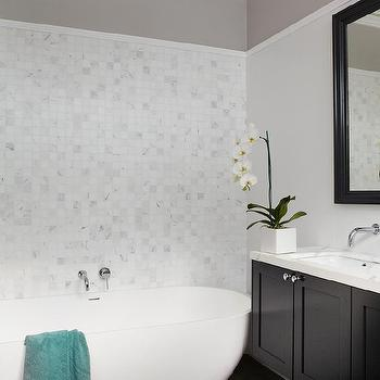 Two Tone Walls With Chair Rail Design Ideas - Two tone bathroom walls