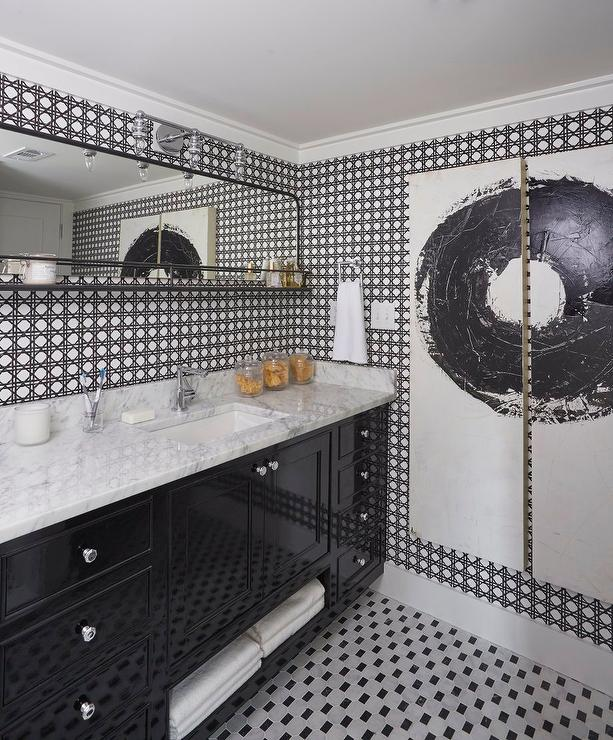 Black And White Bathroom With Black And White Garden Lattice Wallpaper