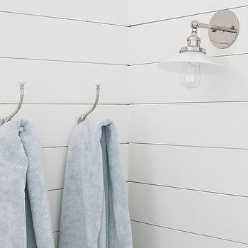 Charmant White Shiplap Bathroom Wall With Vintage Towel Hooks