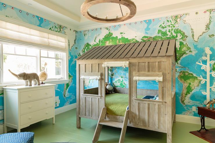 Fantastic Boyu0027s Bedroom Features Walls Clad In World Map Murals Lined With  A Wooden Tree House Bed Accented With A Short Ladder Illuminated By A Wood  Ring ...