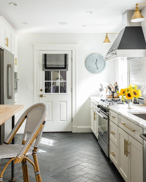 Black And Gold Kitchen: White And Gold Kitchen With Black Accents