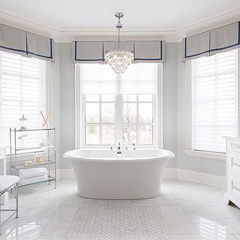Bay window with white trellis make up vanity for Bathroom designs with bay windows