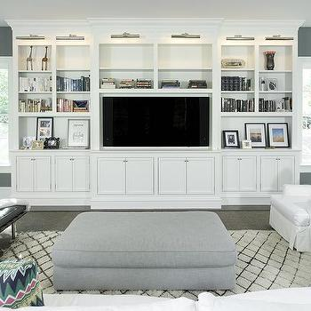 Beach Bungalow Living Room With White Built In Tv Cabinets