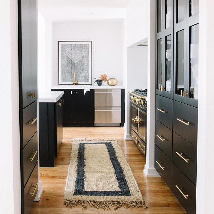 White Kitchen Cabinets With Black Hardware: Black Kitchen Cabinets With Brass Hardware