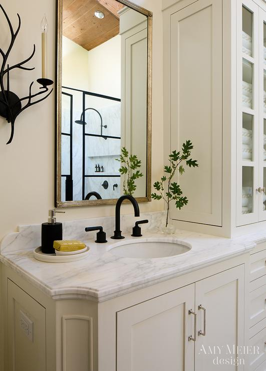 Ivory Bathroom with Oil Rubbed Bronze Fixtures ...