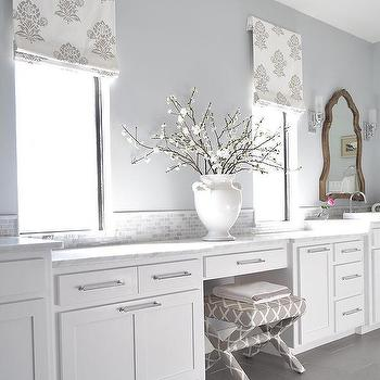 Attrayant White And Silver Bathroom With Fleur De Lis Roman Shade
