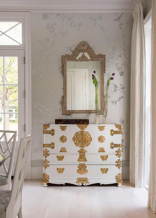 Chinoiserie Dining Room With White And Gold Cabinet