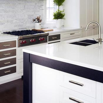 White french kitchen hood with wood trim design ideas - Kitchen island decorative trim ...