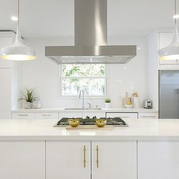 Merveilleux White And Gold Kitchen With Long Brushed Brass Pulls