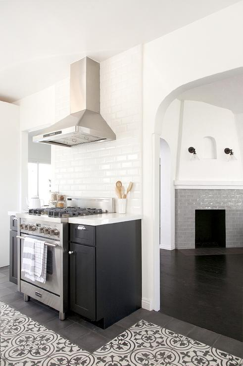 Kitchen Cooktop With Black And White Cement Circle Backsplash