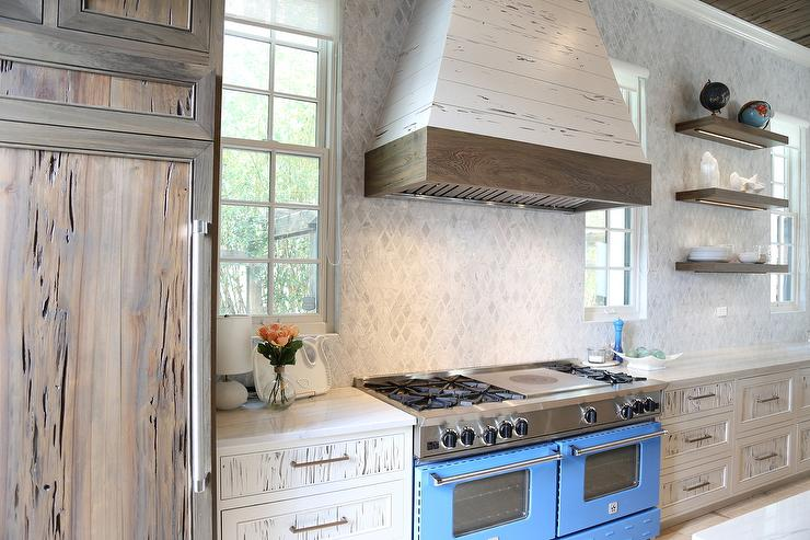 pecky cypress kitchen cabinets white and navy blue kitchen with white pecky cypress range 24614