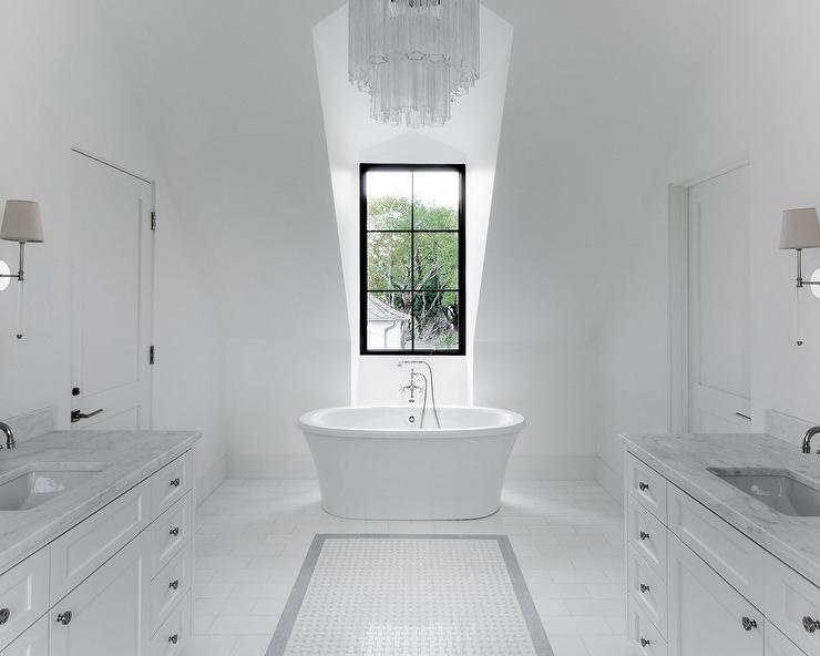 Delicieux Crystal Tiered Chandelier Over Oval Bathtub