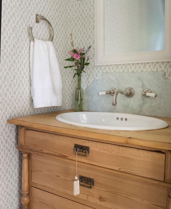 oak bath vanity with tassel hardware trim transitional. Black Bedroom Furniture Sets. Home Design Ideas
