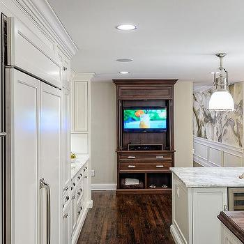 Exceptionnel Gourmet Kitchen With TV Cabinet With Pocket Doors