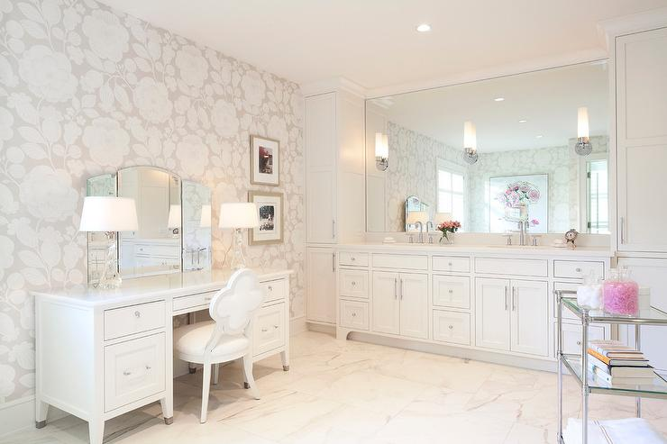 Makeup Vanity with Folding Mirror and White Quatrefoil Chair