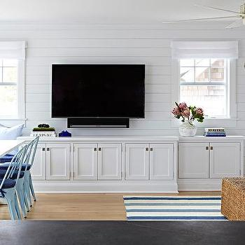 Shiplap living room walls design ideas for Built in designs living room