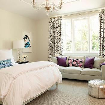 Attrayant Teenage Girl Bedroom With Gray Sofa As Window Seat