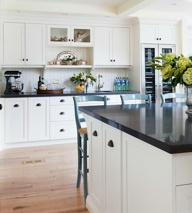 Benjamin Moore Antique White Kitchen Cabinets: Off White Shaker Kitchen Cabinets With Beadboard Trim