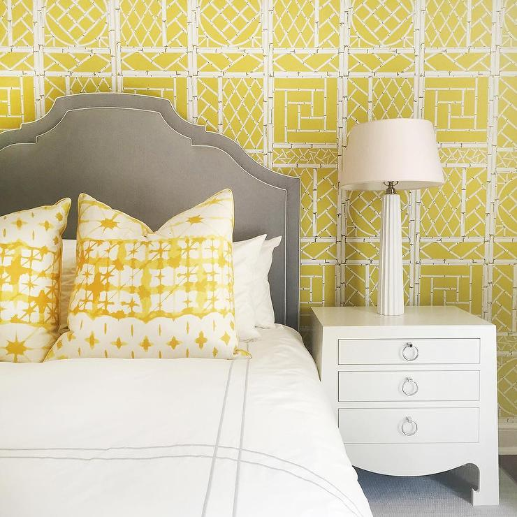 Wondrous Yellow And Gray Bedroom With Yellow Chinese Lattice Interior Design Ideas Gentotryabchikinfo