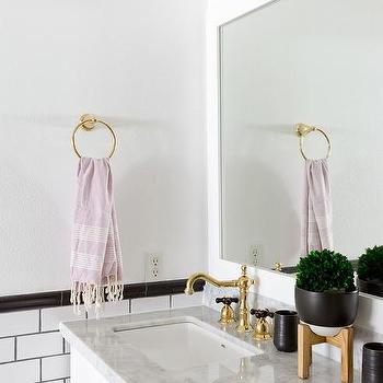 Etonnant White And Gold Bathroom With Black And White Tiles