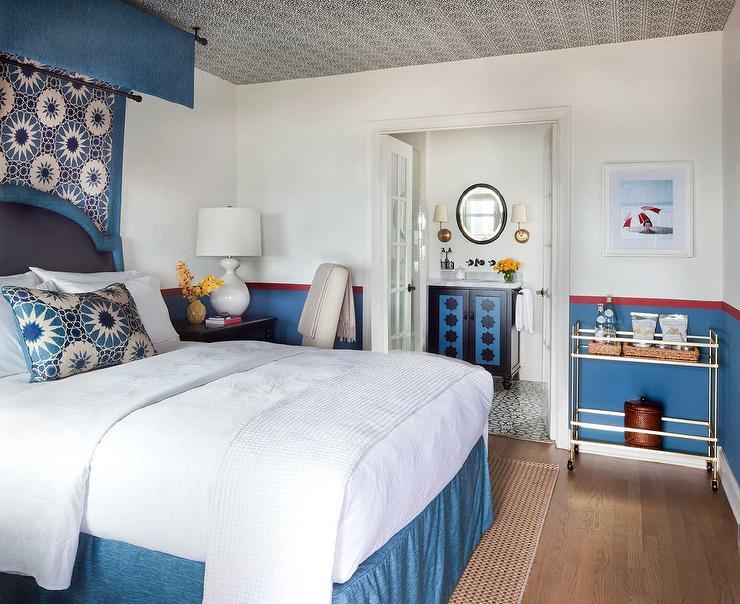 Beige Bedroom with En Suite Bathroom Transitional Bedroom – Bedroom En Suite