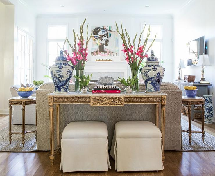 Superbe Gold Sofa Table With White Marble Top And Blue Chinese Ginger Jars