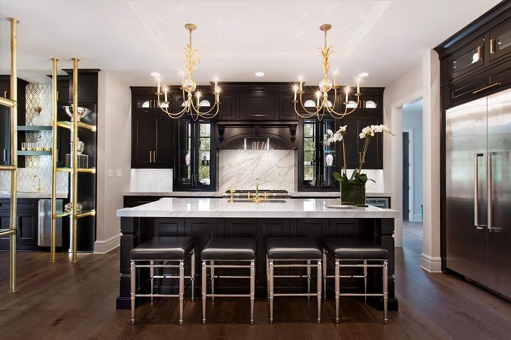 Charmant Black Kitchen With Gold Chandeliers