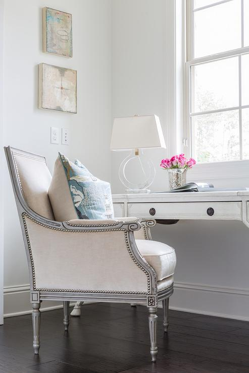 Merveilleux Whitewashed French Desk With Gray French Chair
