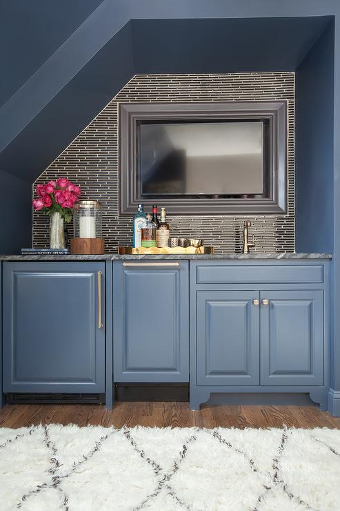 Charmant Home Office With Blue Alcove Bar