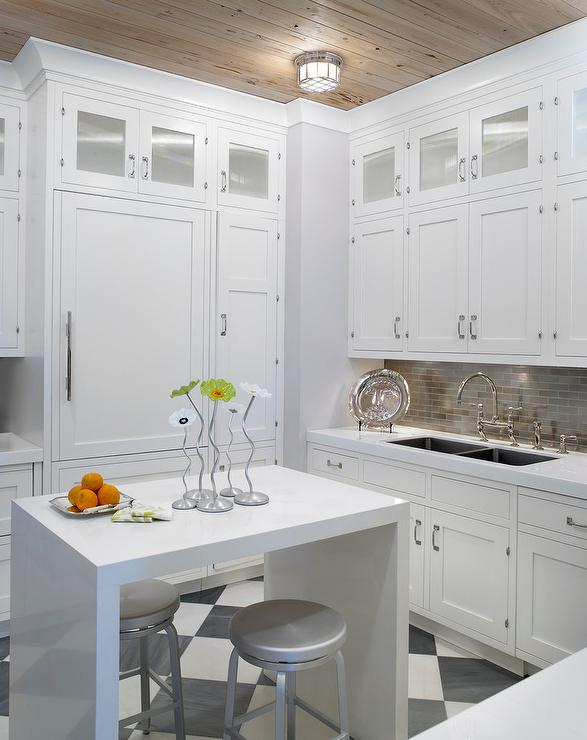Merveilleux Small White KItchen With White Lacquered Waterfall Island
