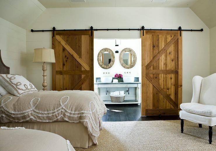 Bedroom En Suite Bathroom: Beige Bedroom With En Suite Bathroom