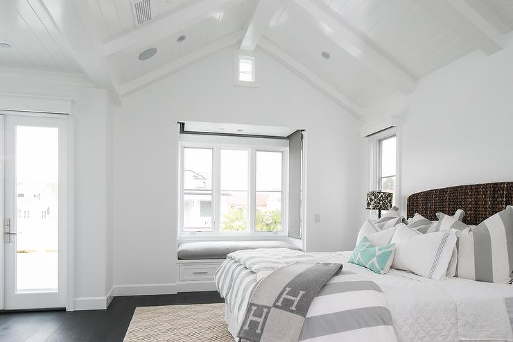 Shiplap vaulted bedroom ceiling design ideas - Vaulted ceiling bedroom ...