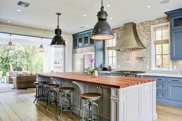Charmant Blue Kitchen Cabinets With Gray Island