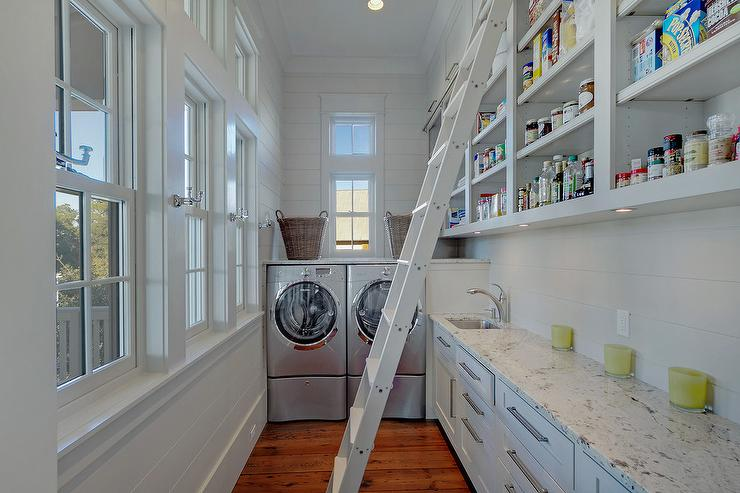 Long Cottage Kitchen Pantry With Washer And Dryer