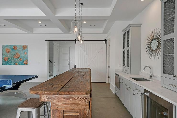Rustic cottage wet bar with french t back bar stools for Beach house design games
