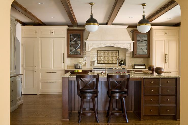 Elegant Traditional Cream And Brown Kitchen Design