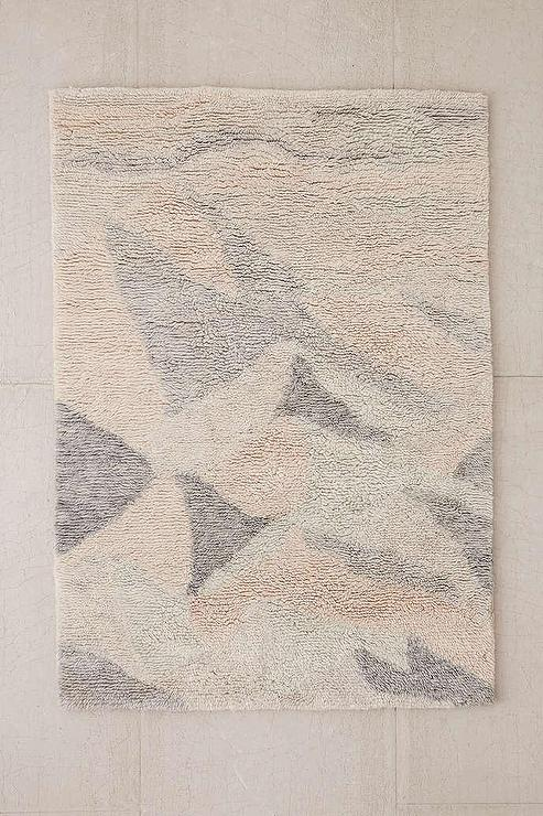 gray and cream geometric print shag rug